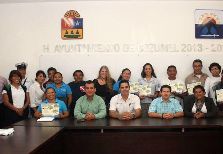 El evento tuvo lugar en la Sala de Cabildo, donde se entregaron reconocimientos. (Cortesía/SIPSE)