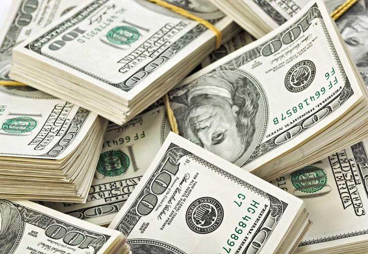 El dólar libre se vendió en bancos de la capital del país hasta en 17.89 pesos. (Contexto/Internet).