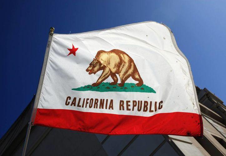 La bandera del estado de California, que podría convertirse una nación independente en 2018. (solarcostguide.com)