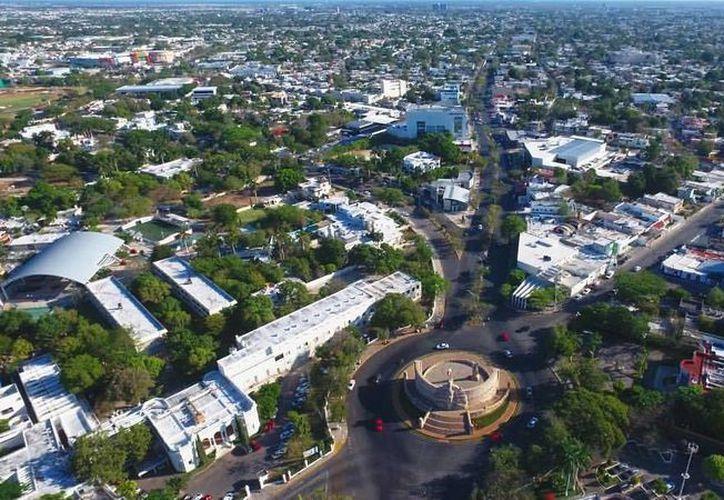La famosa revista internacional Forbes coloca a Mérida como uno de los mejores para conocer. Imagen aérea del Centro histórico de la ciudad. (Christian Coquet/SIPSE)