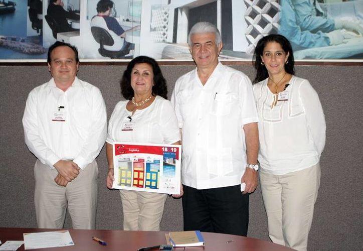 Comité organizador del I Congreso de Geologística en compañía de David Alpizar Carrillo, de la Sefoe. (Milenio Novedades)