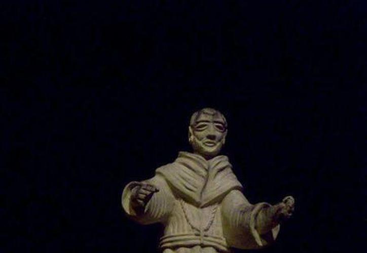 Esta es la estatua que uno de los testigos afirma haber visto cómo subía y bajaba su brazo en al menos tres ocasiones. (Jorge Moreno/SIPSE)