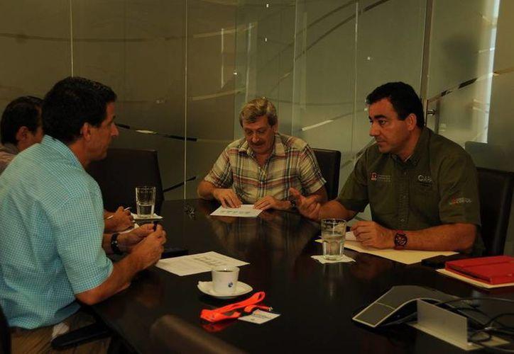 La CAPA y Aguakán revisan a detalle los proyectos de vivienda correspondientes  y realizan las observaciones pertinentes para hacerlos viables. (Redacción/SIPSE)