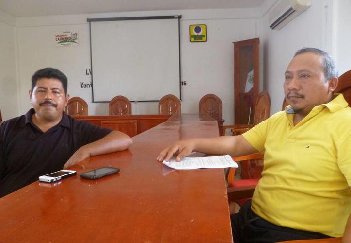 Juan Diego Maglah Yam y Javier Razo Trigueros, actuales regidores. (Raúl Balam/SIPSE)