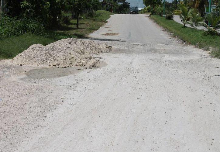 Las lluvias y el tránsito de camiones pesados durante la zafra fueron uno de los factores que ocasionaron daños a la avenida principal. (Edgardo Rodríguez/SIPSE)