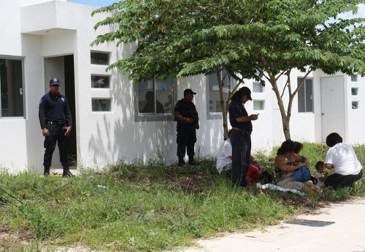 Las personas desalojadas afirman ser propietarios de las viviendas. (Loana Segovia/SIPSE)