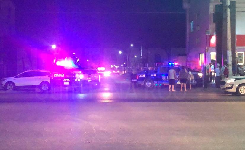 La policía acordonó la calle Tepich. (Redacción/SIPSE)