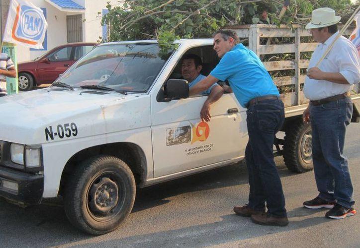 El candidato del blanquiazul se comprometió con los trabajadores del Ayuntamiento capitalino. (Harold Alcocer/SIPSE)