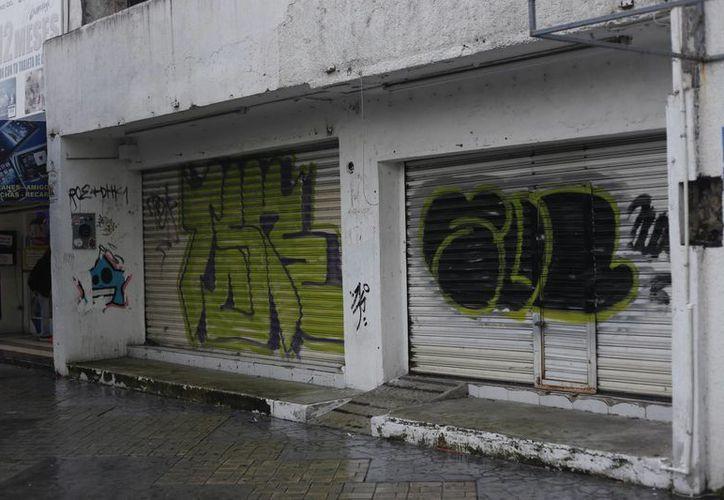 En Cancún continúan los cierres de negocios. (Israel Leal/SIPSE)