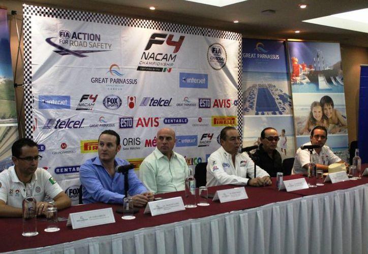 Los organizadores ofrecieron una rueda de prensa para hablar de los detalles de la competencia. (Raúl Caballero/SIPSE)