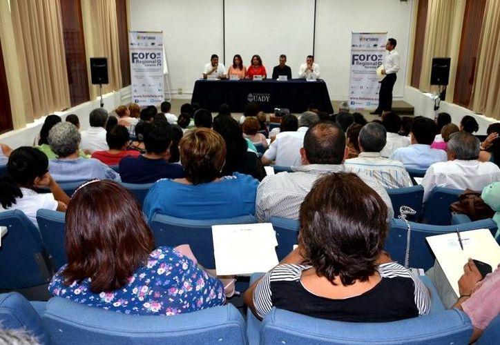 Este 8 y 9 de mayo la Fundación Cozumel organizó un foro para capacitar a integrantes de organizaciones civiles.  (Redacción/SIPSE)