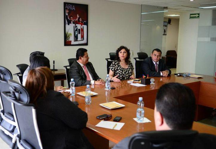 Ortega Pacheco (centro) destacó la labor que realizan los diputados tabasqueños locales. (Cortesía)