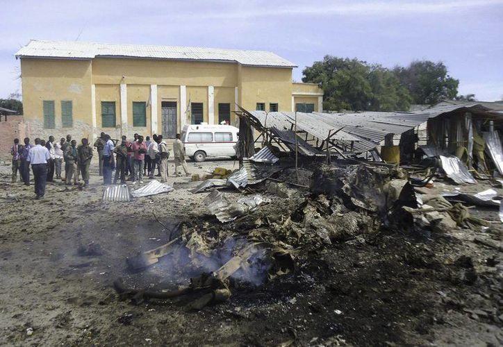 Una segunda explosión ocurrió mientras se acordonaba la zona. (EFE)