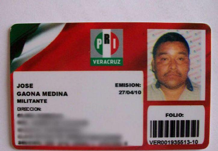 Credencial de afilación priista del muerto tras fresca en mitín del PRI en Veracruz. (Milenio)