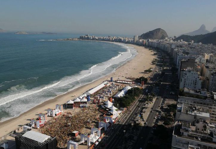 Panorámica de la playa de Copacabana en Río de Janeiro, Brasil. (Archivo/EFE)