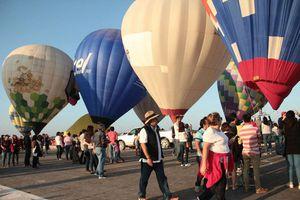 Globos aerostáticos vuelan sobre cielo yucateco