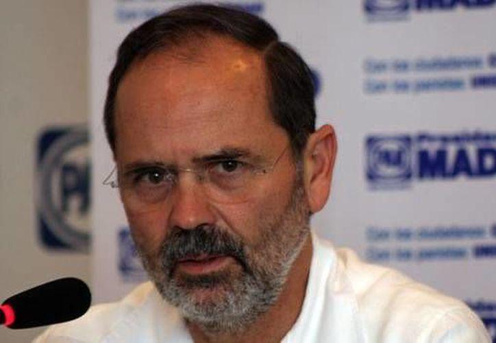 Preocupa al dirigente albiazul que la escalada de impuestos lleve a la ciudadanía a consumir fuera de México. (Agencias)