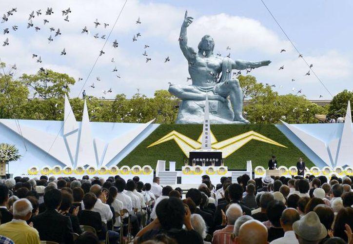 En la ceremonia se oró por las víctimas de los dos bombardeos contra civiles japoneses. (Agencias)