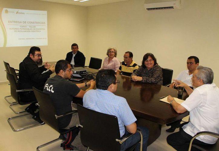 Únicamente diez de los participantes lograron cumplir con los requisitos para la elaboración de un escrito de divulgación científica. (Redacción/SIPSE)