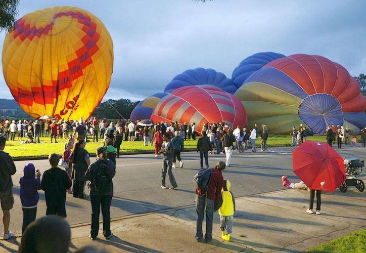 Canberra tiene fama de ciudad aburrida, aunque aporta amplias zonas verdes y variados festivales culturales o gastronómicos. (EFE)