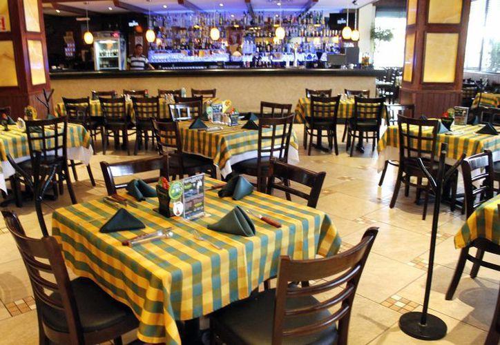 Varios restauranteros mantienen sus precios y han tenido que asumir los costos. (Francisco Galvez/SIPSE)