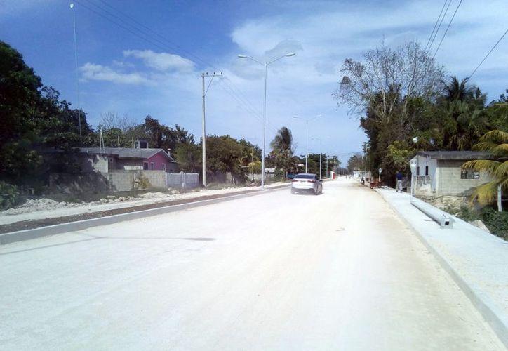 Desde hace más de seis meses los habitantes de ese lugar están realizando solicitudes para ver si las autoridades los apoyan para pavimentar el trayecto por donde circulan. (José Chí/SIPSE)