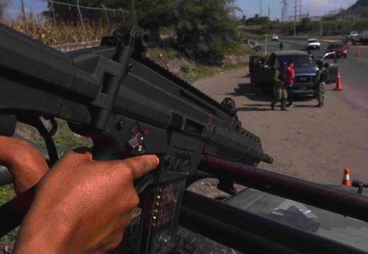Indican que Los Zetas provee armas largas a los pandilleros salvadoreños, así como droga para el narcomenudeo. (Archivo/SIPSE)