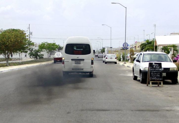 Algunas unidades de transporte público funcionan en pésimo estado. (Christian Ayala/Milenio)