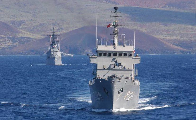 La Armada cuenta con dos Fuerzas Navales, en el Pacífico y en el Golfo de México y Mar Caribe, en la imagen, buques de la Marina en formación durante un operativo. (Archivo/agencias)