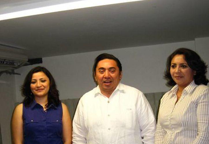 Marcos Celis Quintal con las juezas María Tamayo Aranda y Elsy Villanueva, de oralidad y control. (SIPSE)