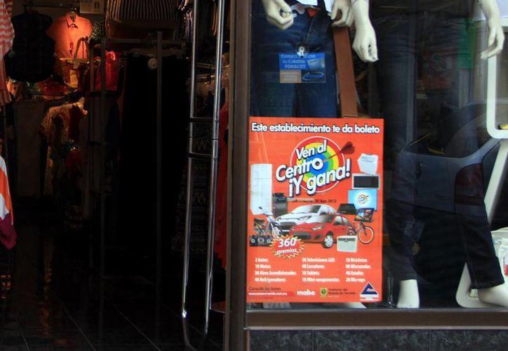 Varios comercios del centro de Mérida se unieron a la campaña. (José Acosta/SIPSE)