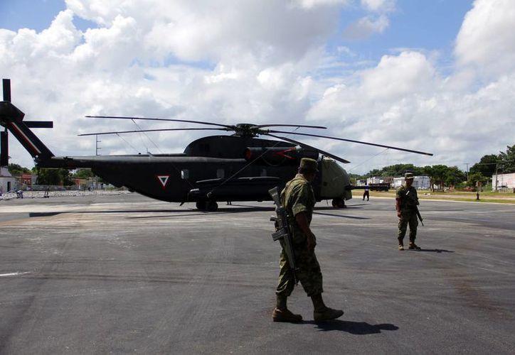 La llegada del helicóptero a La Plancha. (Juan Albornoz/SIPSE)