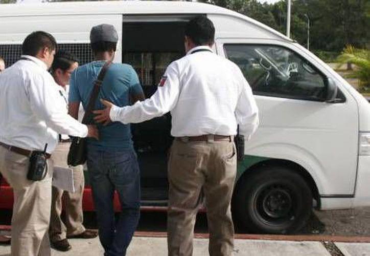 Las personas quedaron a disposición del personal del Instituto Nacional de Migración. (Redacción/SIPSE)
