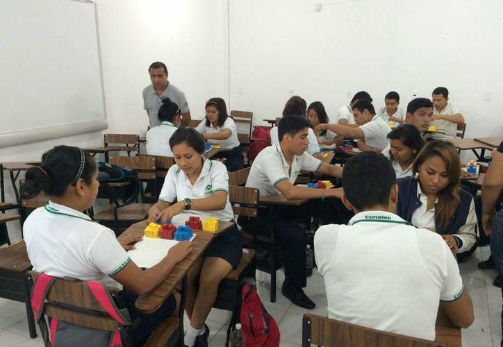 El Colegio Nacional de Educación Profesional Técnica es otra de las opciones para los estudiantes de secundaria que deseen seguir sus estudios a nivel medio superior. (Archivo/Notimex)
