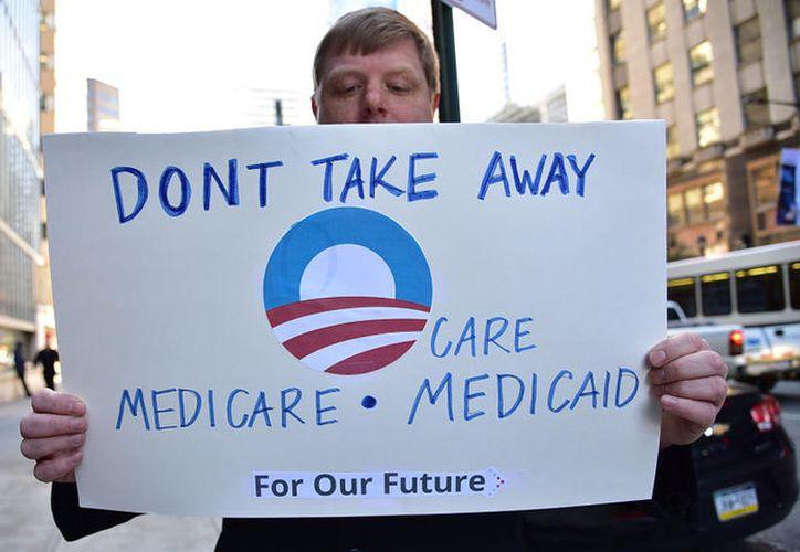 La ley sustituiría los subsidios directos de Obamacare por créditos fiscales para las personas más pobres. (Plano informativo)