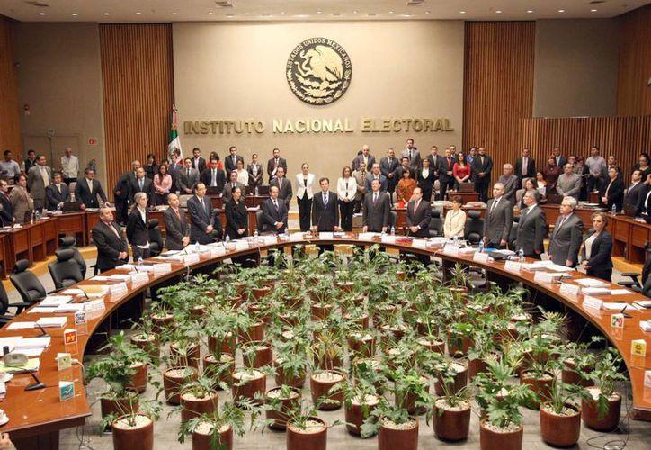 Se guardó un minuto de silencio en la Sesión del Consejo General del INE en honor del investigador y politólogo Arnaldo Córdova. (Notimex)