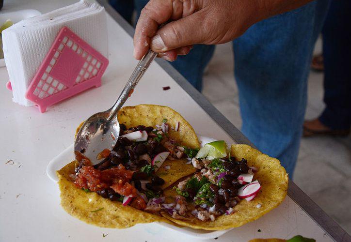 Los tacos son el platillo famoso del municipio de Kaua, ubicado muy cerca de Valladolid. (Victoria González/SIPSE)