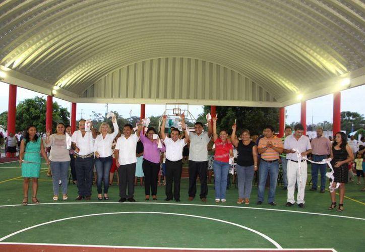 Autoridades locales acudieron a la inauguración del espacio deportivo. (Raúl Balam/SIPSE)