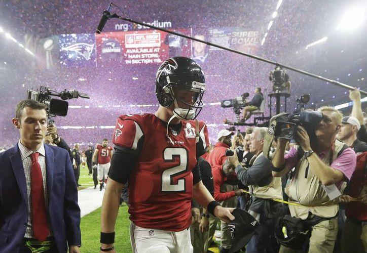 Errar en los detalles terminaron pasándole factura y le costaron el juego a los Halcones de Atlanta. (Associated Press)