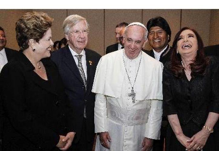 El Papa con Dilma Rousseff, Evo Morales y Cristina Fernández. (Agencias)