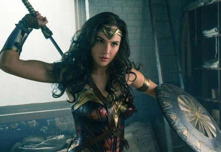 En junio de 2017, la película de 'La Mujer Maravilla' se estrenará en los cines de todo el mundo. En la foto, el primer póster oficial del filme. (Dc Comics)