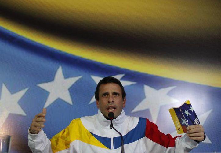 El proceso de inscripción de la candidatura de Capriles, que estaba previsto para la tarde del lunes, debió postergarse por varias horas. (Agencias)