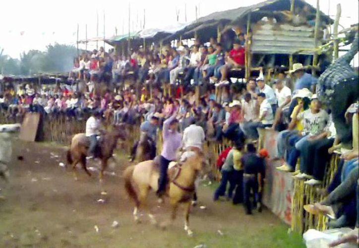 El jovencito fue hospitalizado debido al golpe tan fuerte que recibió por parte de un caballo en Buctzotz. Imagen de contexto de un Torneo de lazo. (Archivo/SIPSE)