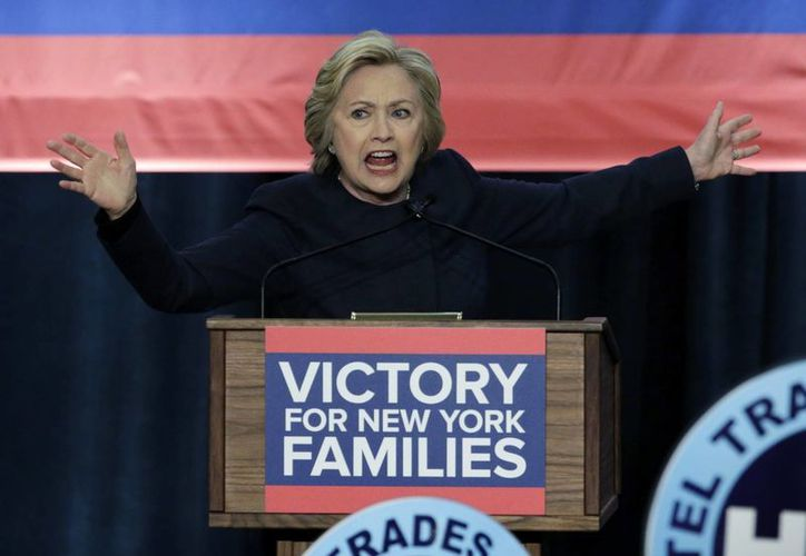 Hillary Clinton prometió incluir a funcionarios hispanos en su gabinete de trabajo, de llegar a la Casa Blanca. (EFE)