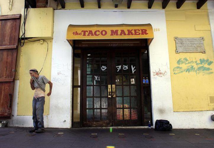 El encarecimiento de la vida en Puerto Rico ha obligado a cerrar negocios. Incluso, los boricuas están huyendo de la isla porque saben que la economía no mejorará. (AP)