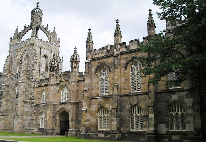 Solo cuatro mexicanos estudian en las prestigiadas escuelas del lugar más caro de Reino Unido. Imagen de la Universidad de Aberdeen, que fue fundada en 1494. (Archivo/Agencias)