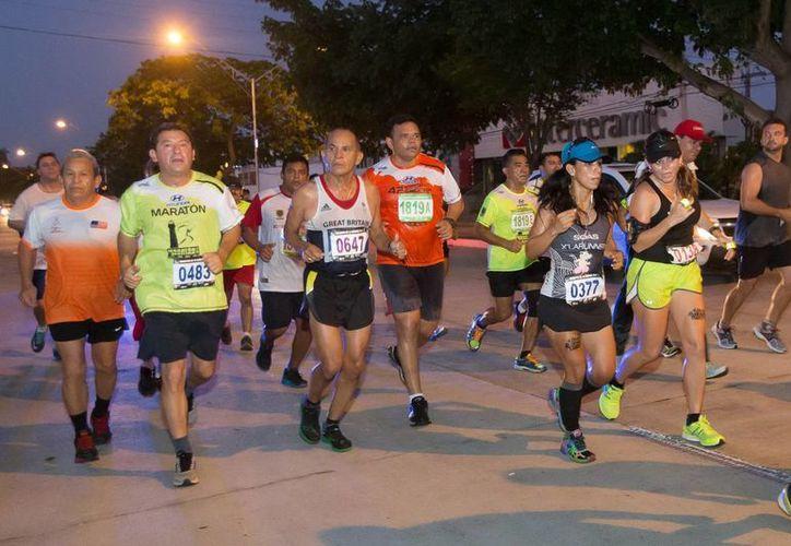 El gobernador Rolando Zapata estuvo presente en el Maratón de la Marina. (Milenio Novedades)