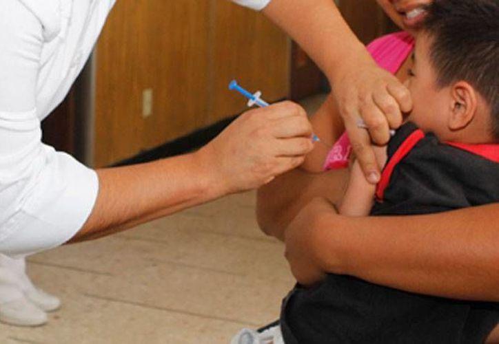 La SCJN ordenó al IMSS pagar indemnización a 2 niños que fueron contagiados de VIH en el hospital de La Raza, en el DF. La imagen es de contexto. (Archivo/NTX)