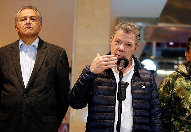El presidente de Colombia, Juan Manuel Santos, anunció una recompensa para quien de información sobre los responsables del atentado ocurrido el sábado en Bogotá. (RT)