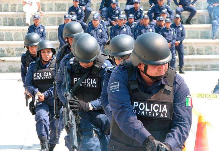 Policías de Oaxaca son de los peor pagados en el país, según la propia Secretaría de Seguridad de Estado. La imagen corresponde a agentes municipales de la capital. (Foto de contexto/codicesoaxaca.mx)